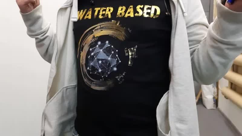 Отпечатали футболку для образцов, водные краски+фольга (пузо не мое)
