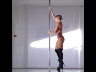 Exotic pole dance/ kira noir.