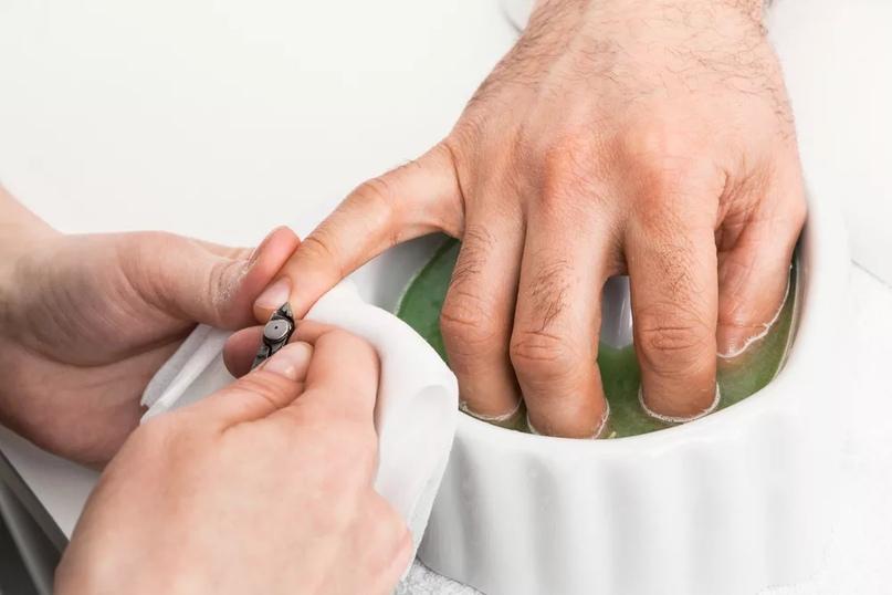 Техника выполнения мужского маникюра., изображение №4