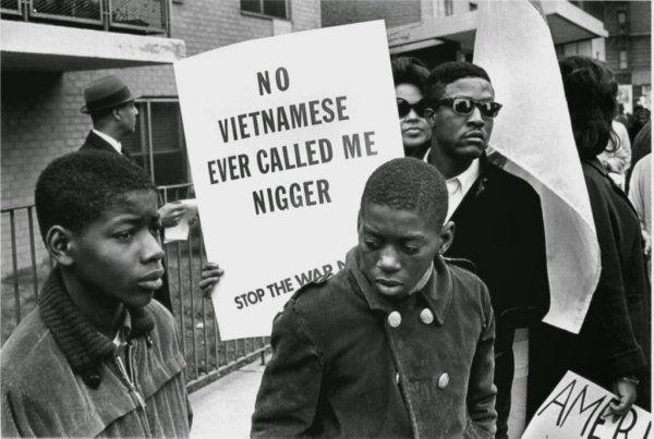 «Вьетнамцы никогда не звали меня ниггером». Демонстрация темнокожих жителей США против войны во Вьетнаме, Гарлем, 1967