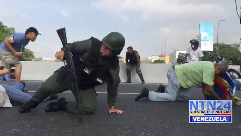 Intercambio de disparos en el distribuidor Altamira de Caracas