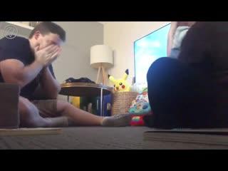 Реакция отца на первые шаги сына.
