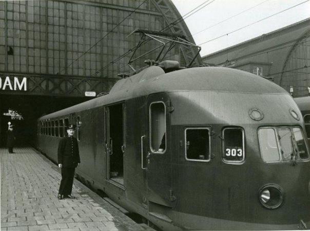 Электропоезд на центральном вокзале Амстердама, 21 сентября 1939 года, Нидерланды