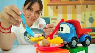 Leo el pequeño camión cocina las setas. Vídeos de juguetes.