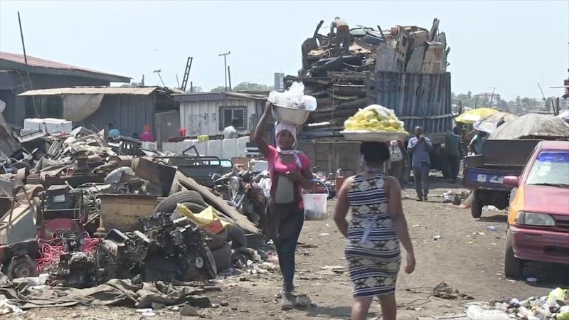 Свалка электротоваров Ганы экологичная утилизация отходов в окружении едкого дыма