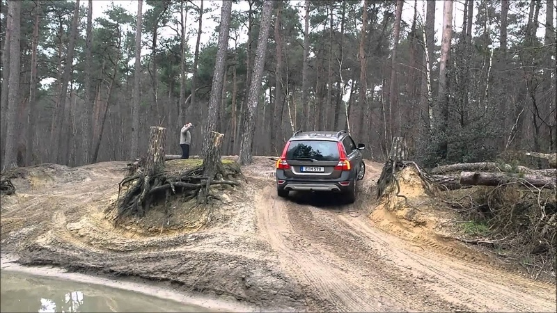 Volvo XC70 D5 AWD @ Fursten Forest pulls out a Landrover
