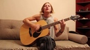 Милая девушка круто поёт и играет панк рок на гитаре Йорш Про панка