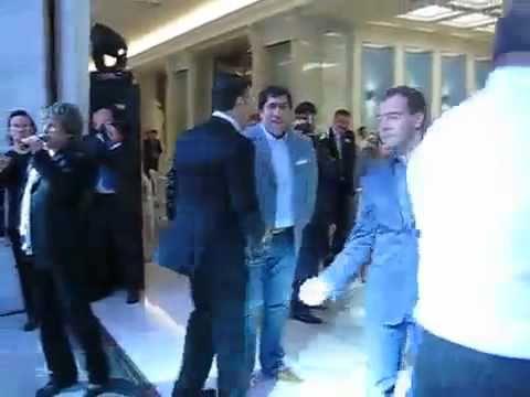 Медведев танцует под Американ бой. Полная версия
