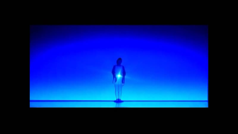 Танец двух танцовщиц со светом