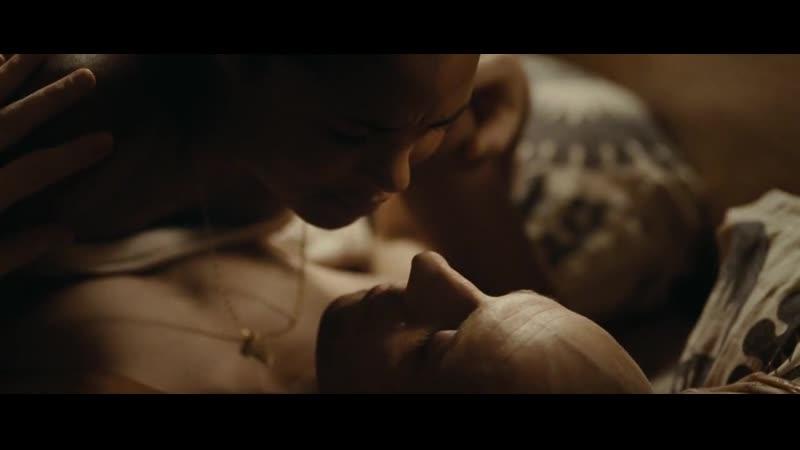 Постельная сцена Banlieue 13 Ultimatum 2009 cyril raffaelli(эротическая постельная сцена из фильма знаменитость трахается,)