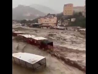 Сильный ливневый паводок в городе Джизан (Саудовская Аравия, 19 марта 2020).