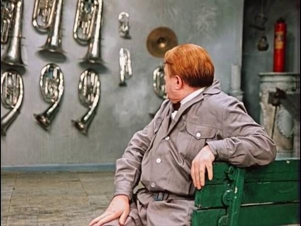 Застенчивый ворюга Все существо его протестовало против краж но не красть он не мог 12 стульев
