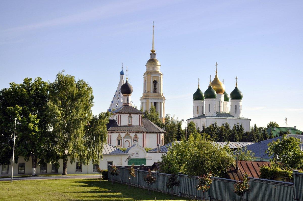 zzr08ysTOAI - Достопримечательности Коломны: Свято-Троицкий Ново-Голутвин монастырь
