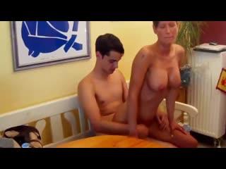 Сын трахнул зрелую маму большим членом, sex family incest home milf mature old porn mom son boy toy ass tit fuck (hot&horny)
