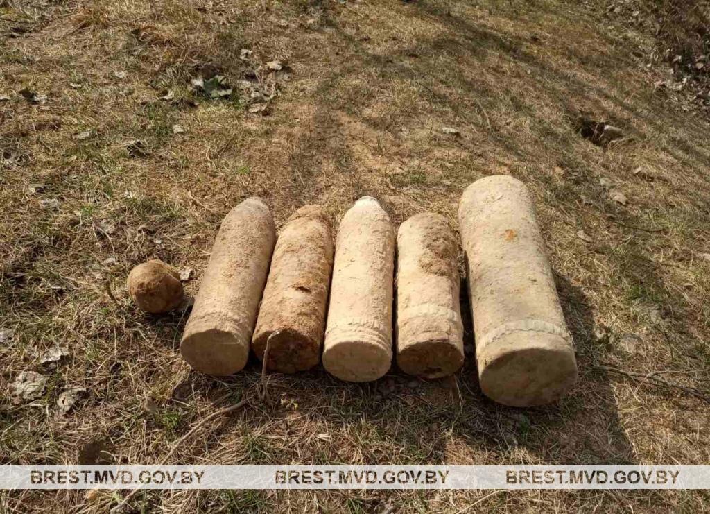 Во время весенне-полевых работ водитель трактора обнаружил военный снаряд