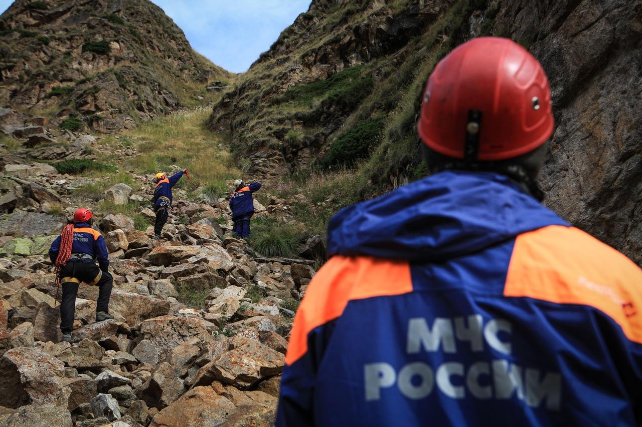 В горах КЧР туристам понадобилась помощь спасателей