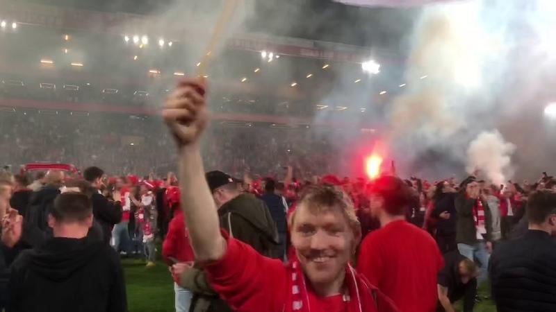 1.FC Union Berlin Aufstieg Fan View Platzsturm Relegation 2019 Bundesliga UNVEU Eisern Union