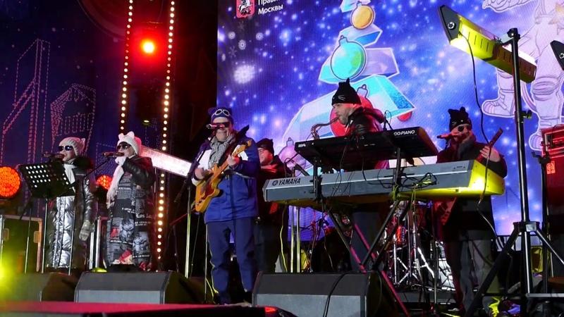 Кот Билли Бонса Ефросиния А над Москвою небо синее синее 05 01 2020 live на Тверской