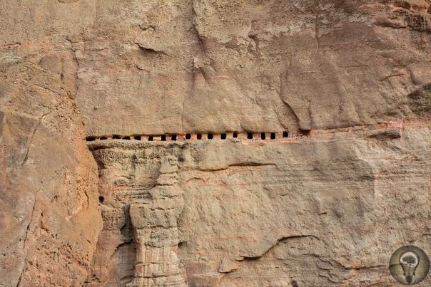 Небесные пещеры Непала Неподалеку от Тибетского плато расположено Королевство Мустанг, начало истории которого теряется в веках. Это изолированный район Гималайских гор. До присоединения к