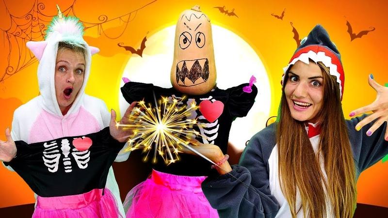 Unicorn ve Shark evde Halloween partisi yapıyorlar Korkunç kostüm seçiyoruz
