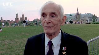 «Жить надо мечтой!» Василий Лановой дал наставления выпускникам