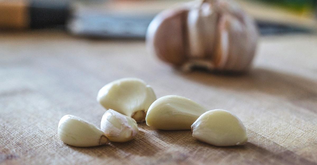 Чеснок и оливковое масло для улучшения слуха