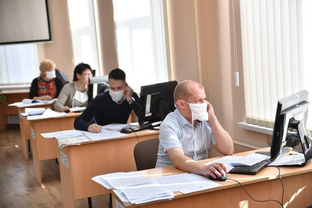 За первый день работы единой горячей линии Правительства Саратовской области по ситуации с коронавирусной инфекцией поступило порядка двух тысяч обращений
