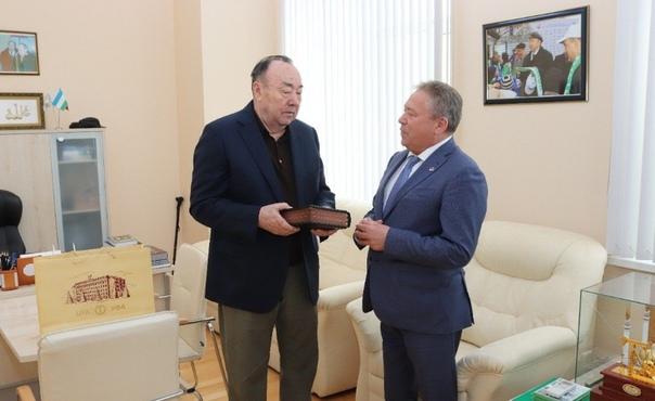 Өфө мэры Мортаза Рәхимовты Республика көнө менән ҡотланы