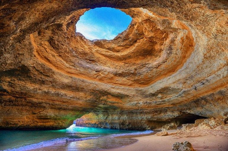 Интересные места нашей планеты Алгар-де-Бенагил (Португалия), изображение №4
