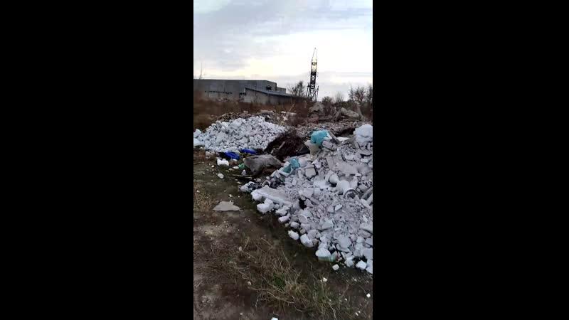 Мусор после ремонта спуска к Уралу вывалили на ул. Беляевская