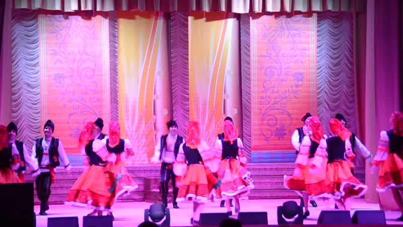 Скоро День Единство Ребятам от Меня! 2014г Молдавский танец от анс танца Многоцветье Мы живём Семьёй Единой