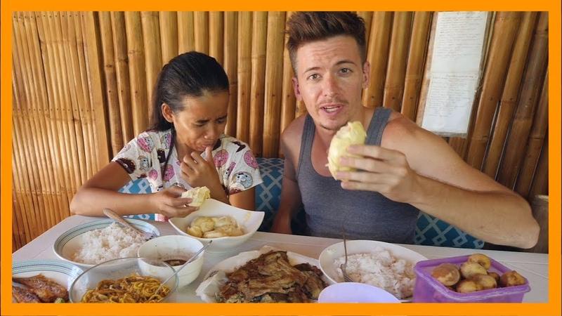 Моя девушка филиппинка кормит меня странной едой Пробую дуриан впервые