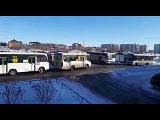 Жители Петропавловска  просят убрать несанкционированную стоянку