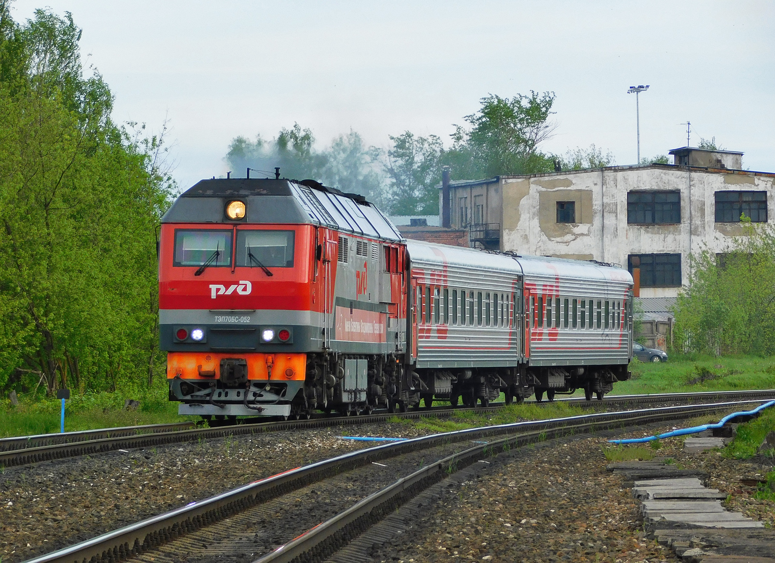 Пригородный поезд