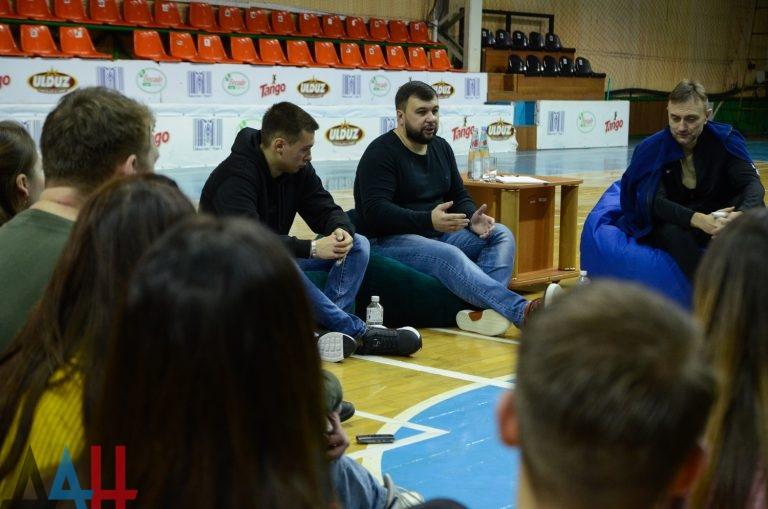 Пушилин призвал молодых людей ДНР выдвигать свои предложения по борьбе с коррупцией