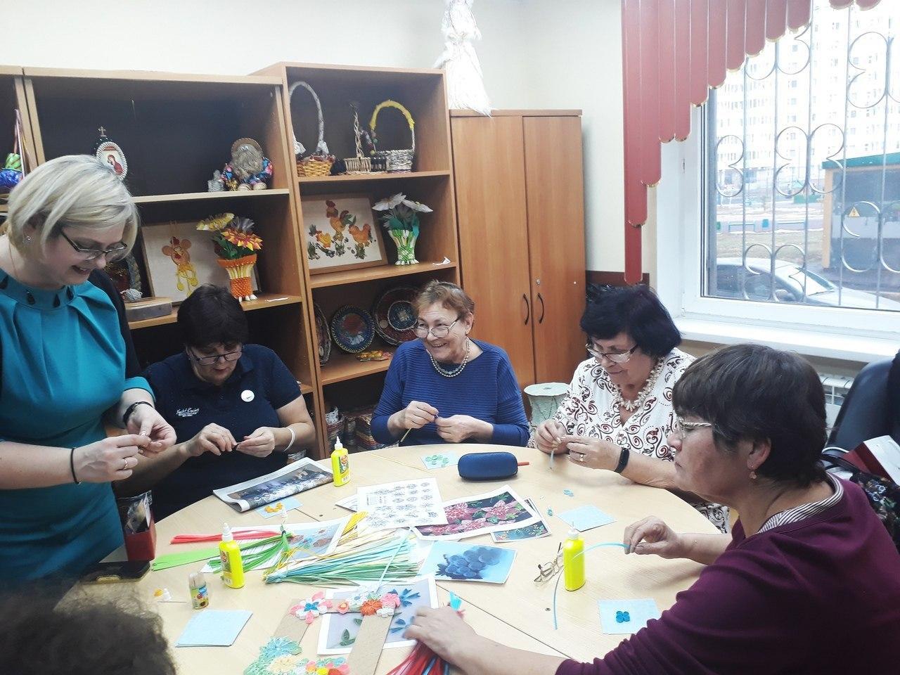 Мастер-класс по квиллингу состоялся в центре соцобслуживания на Рождественской