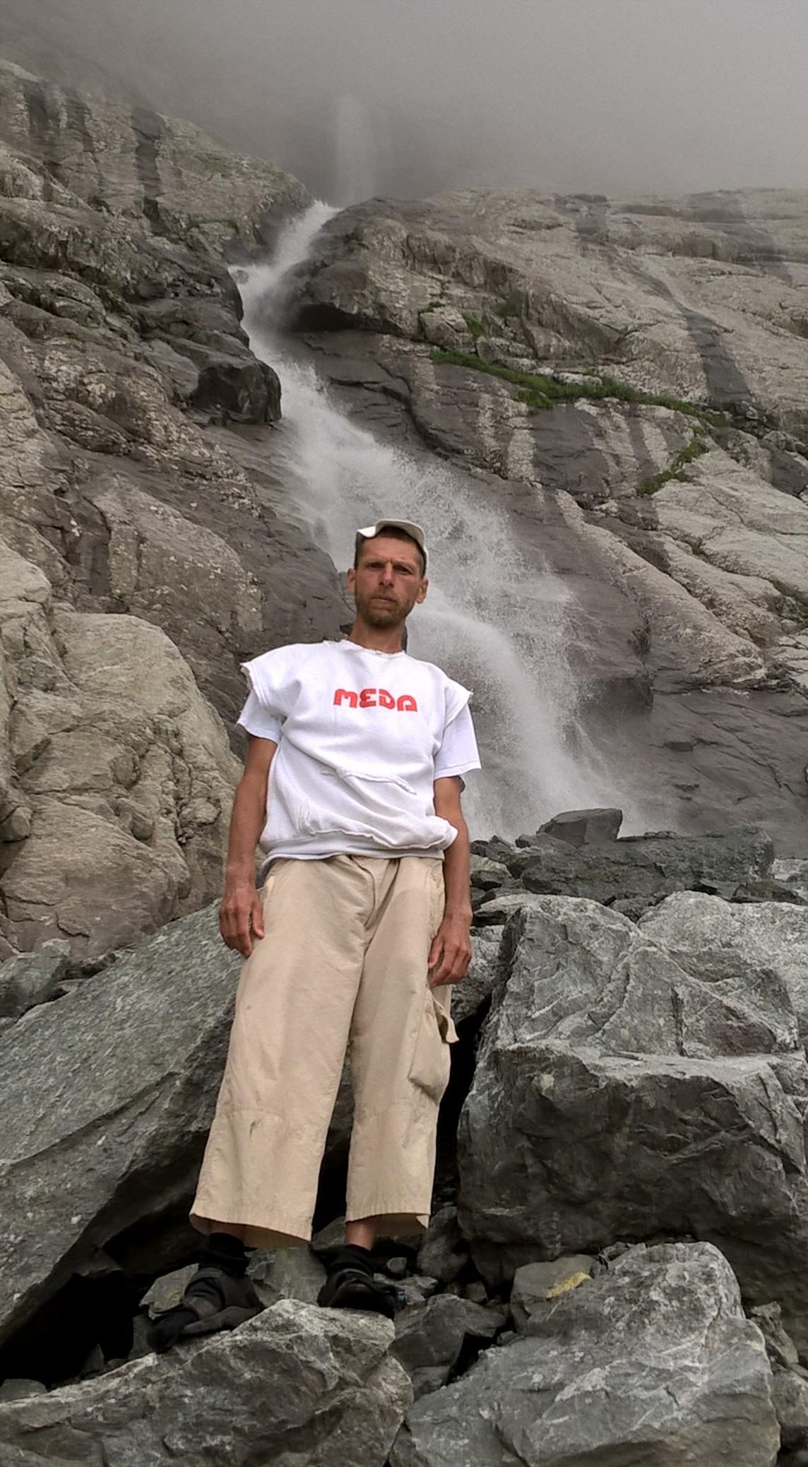у подножия главного и самого высокого из семи Мидаграбинских водопадов
