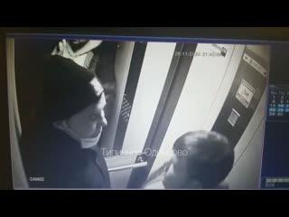 Молодые люди похитили картину из подъезда в Одинцово