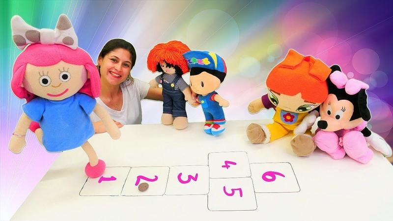 Çizgi film oyuncakları sek sek oynuyorlar Oyuncak kreşi Çocuklar için eğitici video