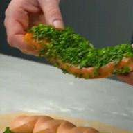 id_23993 Пирог с лососем из сдобного теста 🍴🐠  Ингредиенты:  Филе лосося — 750–800 г Измельченная зелень (петрушка, зеленый лук, розмарин и тимьян) — по вкусу Сок и цедра лайма — 1 шт. Соль — по вкусу Перец — по вкусу  Для сдобного теста:  Мука — 270 г Свежие дрожжи — 20 г Теплое молоко — 100 мл Яичные желтки — 3 шт. Яйцо — 1 шт. Сахар — 20 г Соль — 10 г Мягкое сливочное масло — 95 г Мука — для работы Смесь из яйца и теплого молока — 1 шт. + 2 ст. л.  Для рыбного крема:  Лосось (отрежем от основного куска) — 150 г Соль — по вкусу Мускатный орех — по вкусу Порошок чили — 1 щепотка Холодные сливки — 150 г  Автор: Вкусное Дело  #gif@bon