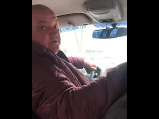 В Харькове водитель такси обозлился на девушку, которая заплатила за поездку 53 гривны, хотя это было указанно в тарифе