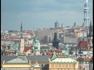 Чехи в новогоднюю ночь вышли на протесты из-за карантина.