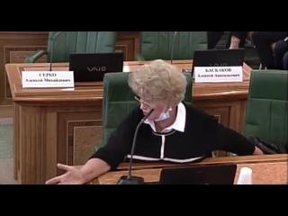 «Какого-то бомжового вида люди»: сенатор Нарусова высказалась о протестующих около Совфеда