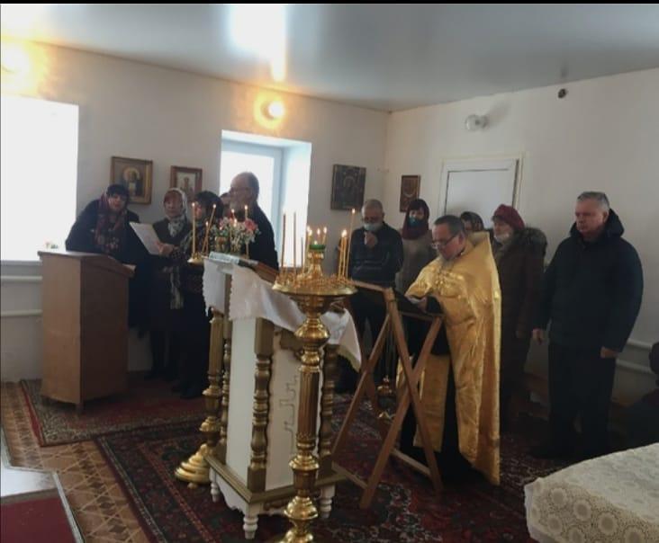 Приход храма Всех Святых села Таволожка Петровского района отметил десятилетие со дня возрождения