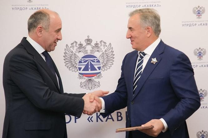 Темрезов наградил Лечхаджиева высшей государственной наградой КЧР