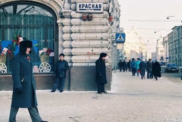 Крайне подозрительный кард из Москвы девяностых. Б...