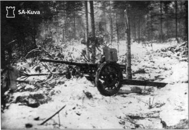 """Февраль-март 1940 года. Карельский перешеек. Уничтоженная финская 25-мм противотанковая пушка PstK/37 """"Марианна""""  (фр. canon léger de 25 antichar SA-L modèle 1937). На февраль 1940 года. Финляндия успела получить из Франции через Норвегию 4..."""