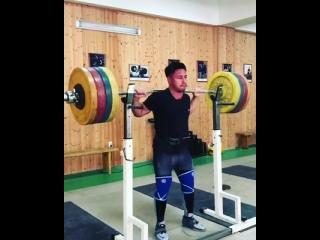 Олег Чен приседает 180 кг на 5 раз
