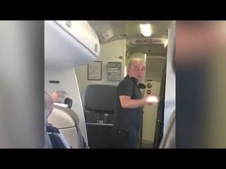 """Лидер группы """"Чайф"""" Владимир Шахрин устроил разборки из-за жары в самолете."""