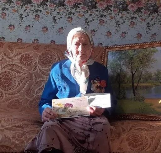 В селе Оркино Петровского района с 90-летием поздравили труженицу тыла Анастасию Терентьевну КРАСНОВУ